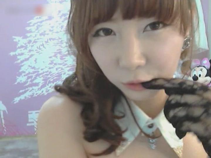 アイドル級の韓国美女がカメラの前でセク…