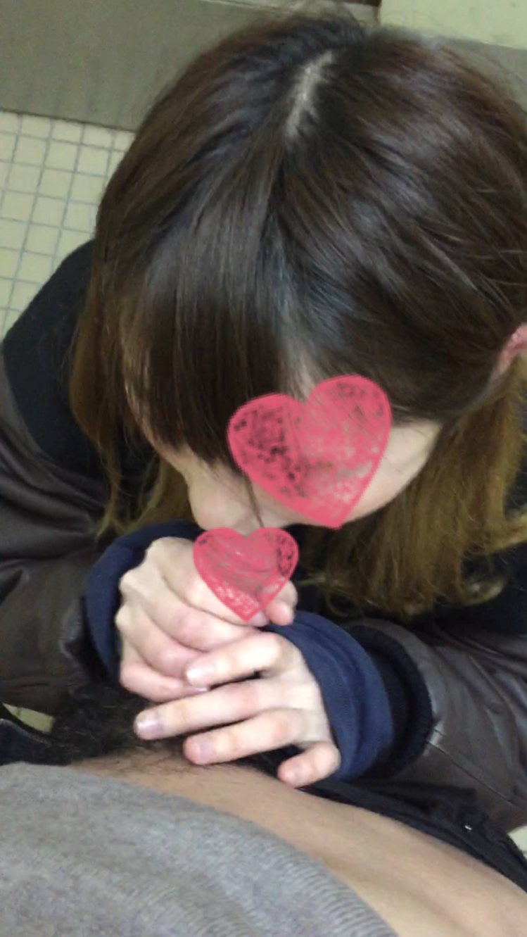 【個人撮影】19歳 大○生の箱入り娘 sakiちゃん トイレでフェラ抜き