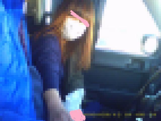 ノリのいい茶髪キャバ嬢に車内で手コキをさせて乳モミもこっそり撮影!?