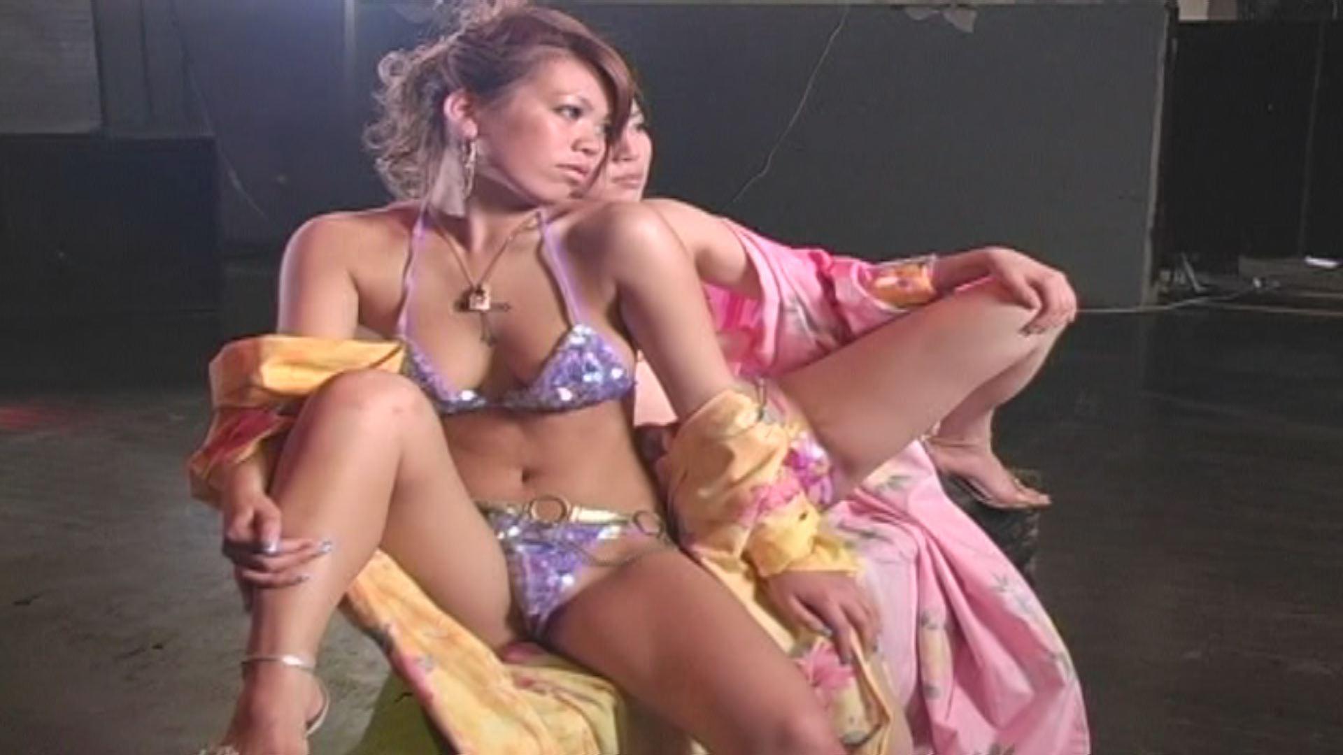 【HD動画】現役モ○ル二人組浴衣&ビキニGAPエロマン毛おっぱいお尻プルップルッダンス