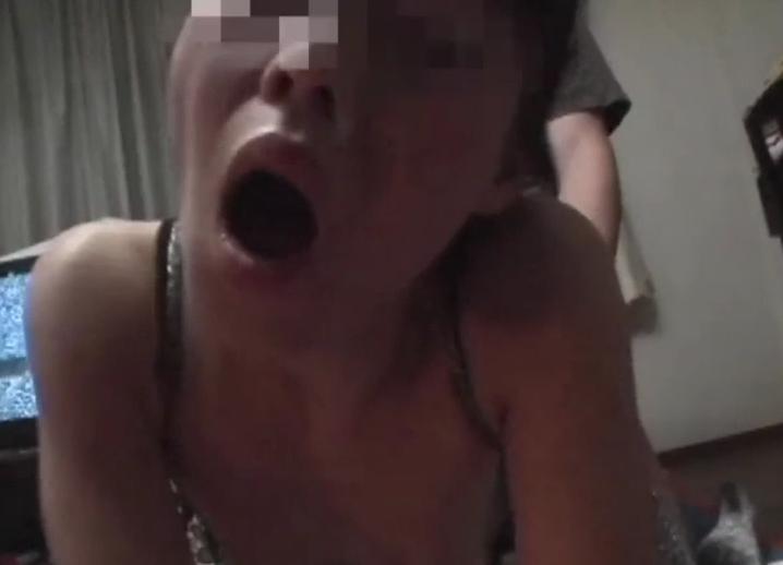 【個人撮影】性器ピアス熟女の複数他人棒N…