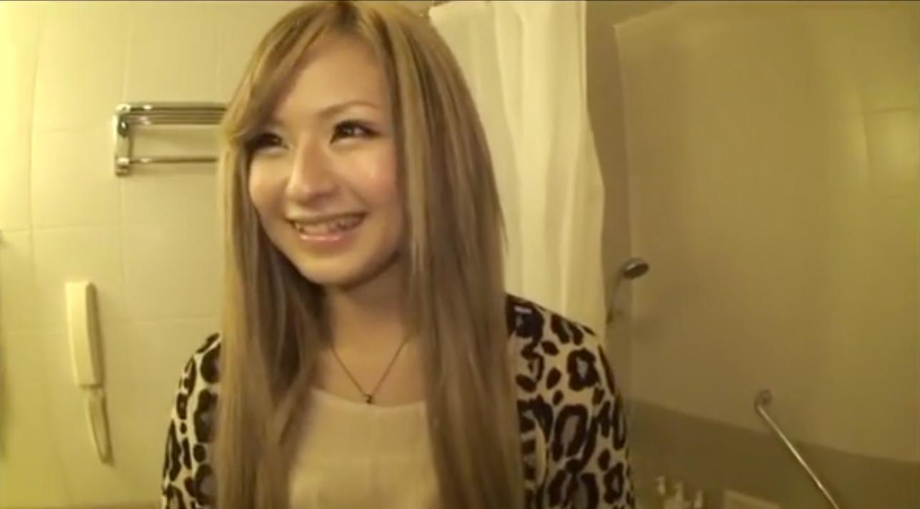 めちゃくちゃカワイイ金髪美女ギャルと公衆トイレでSEX☆